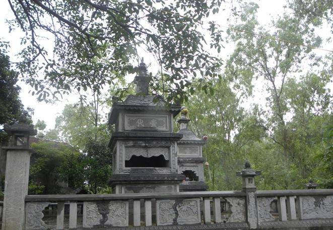 Mộ đá hình tháp 002