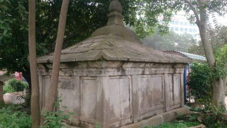 lăng mộ đá cổ
