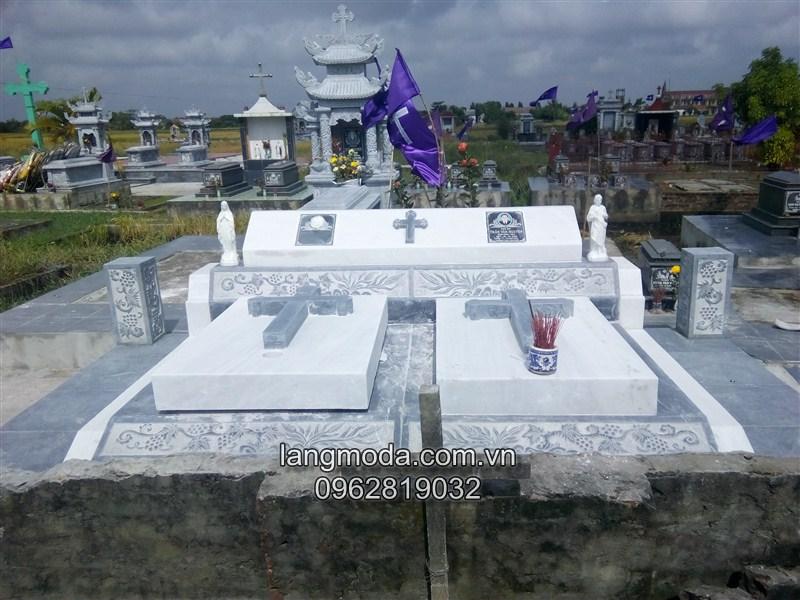 Lắp đặt mộ đá đôi công giáo tại Nam Định