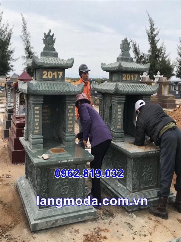 Mẫu mộ đá hai mái xanh rêu tại thái bình