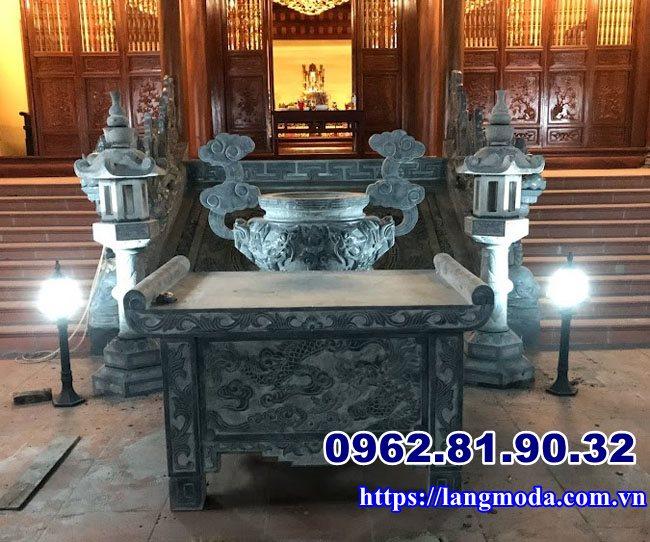 Bộ bàn thờ ngoài trời trước nhà thờ họ tại Hải Phòng