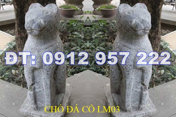 Đôi tượng chó đá cổ của một gia đình ở Bắc Giang