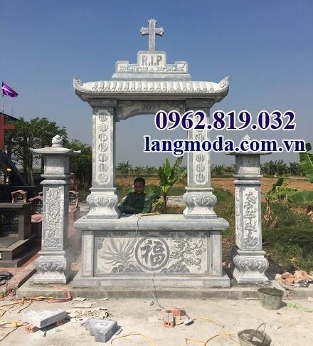 Lăng mộ công giáo bằng đá khối