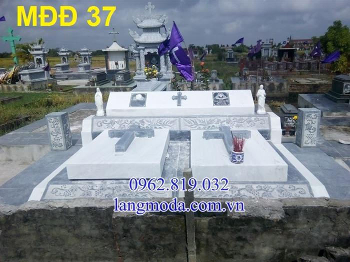 51 Mẫu mộ đôi đẹp đơn giản bằng đá xanh 15,  Mộ đá đôi, Mẫu mộ đôi đẹp, Xây mộ đôi bằng đá