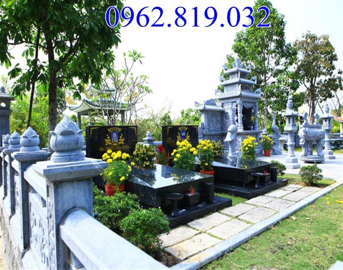 Nên trồng cây hoa gì trong khu lăng mộ đá mang tài lộc cho con cháu