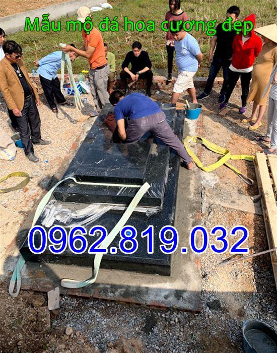 Lắp đặt mộ đá hoa cương nguyên khối tại Hà Nội
