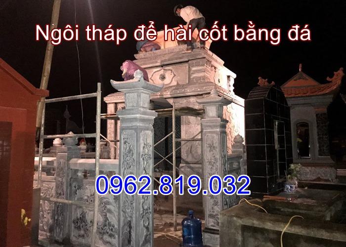 Lắp đặt ngôi tháp mộ bằng đá trong đêm tối tại Hải DƯơng