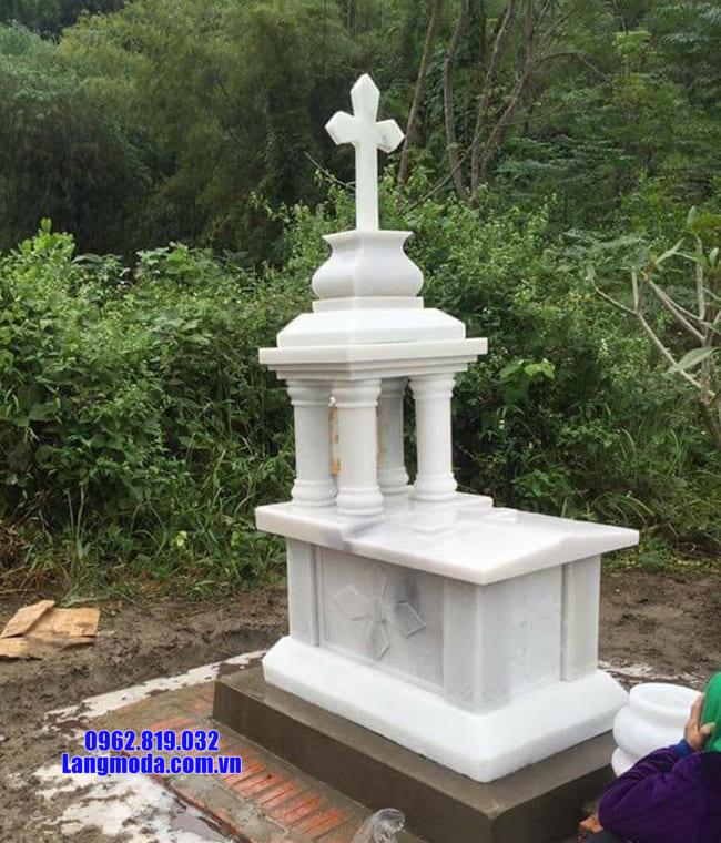 mộ của người theo đạo bằng đá