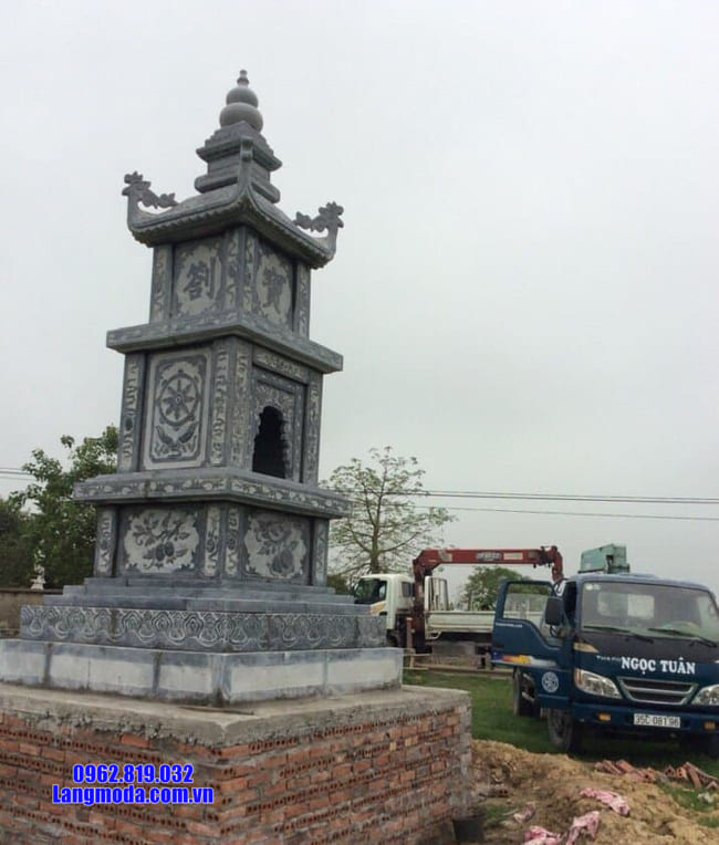 mộ tháp được làm bằng đá xanh Thanh Hóa đẹp