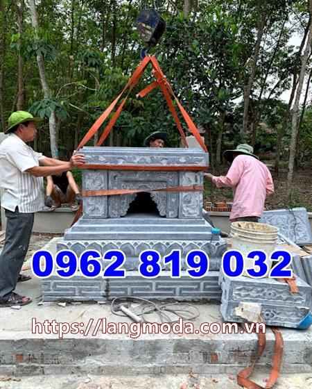 Lắp đặt phần tháp mộ đá tại Tây Ninh;