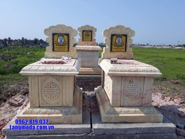 mộ đôi bằng đá vàng tại An Giang