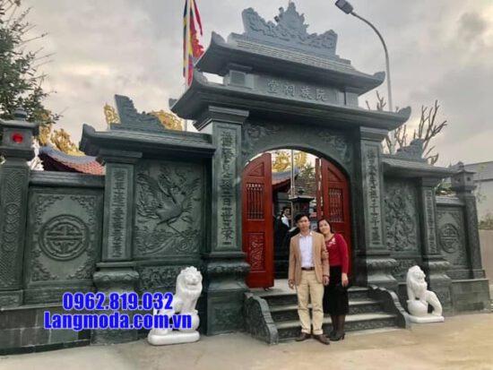 cổng chùa bằng đá tại Bến Tre