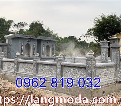 Hàng rào nhà mồ bằng đá xanh rêu