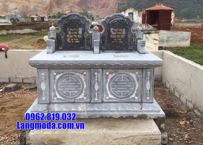 mộ đôi bằng đá tại Cà Mau