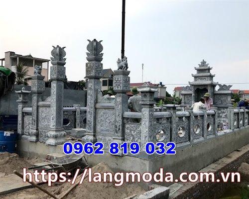 tường rào bao quanh khu mộ gia đình