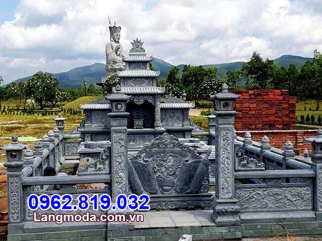 Hàng rào đá khu lăng mộ tại Phú Yên