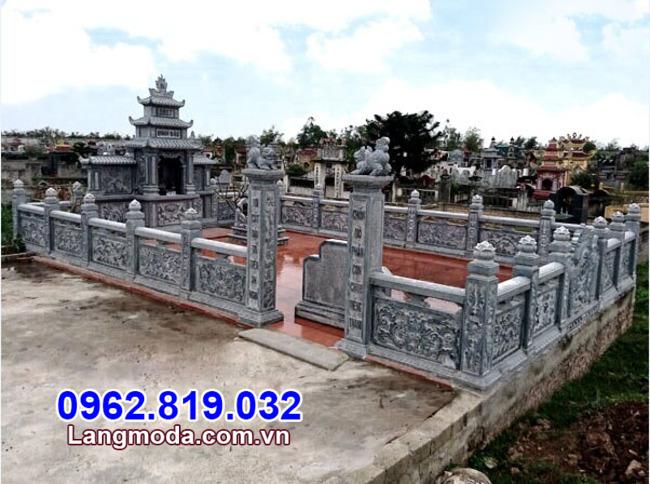 Hàng rào đá lăng mộ tại Phú Yên