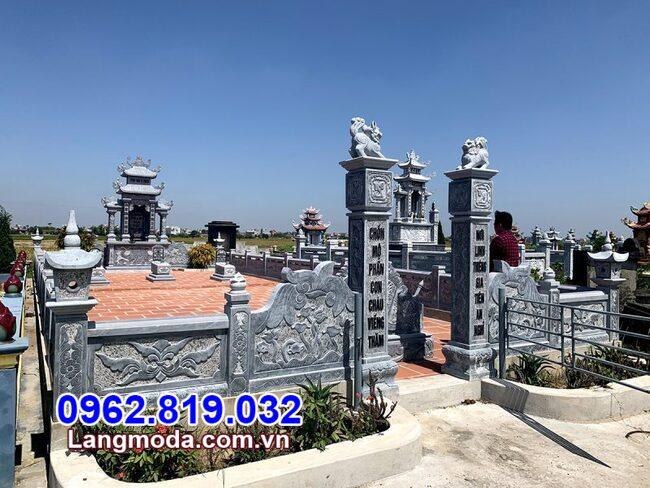 Tường rào đá khu lăng mộ tại Bình Thuận