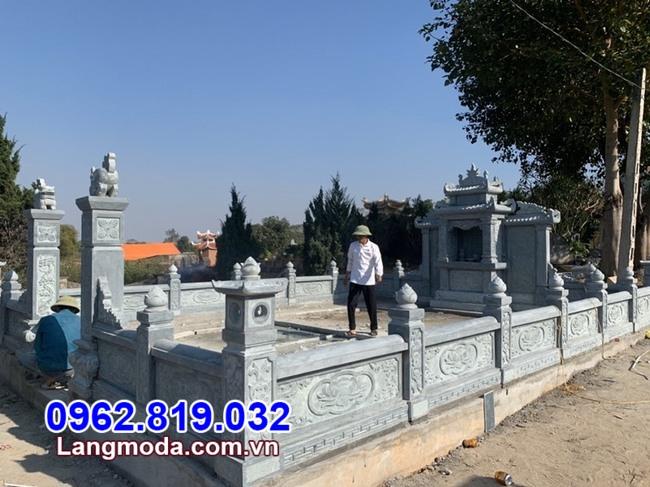 hàng rào đá khu nhà mồ gia đình tại Tiền Giang