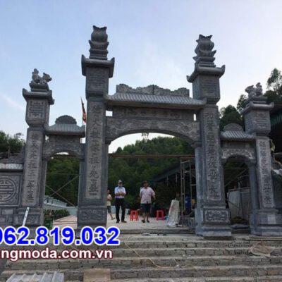 Mẫu cổng tam quan bằng đá đẹp lắp đặt tại chùa