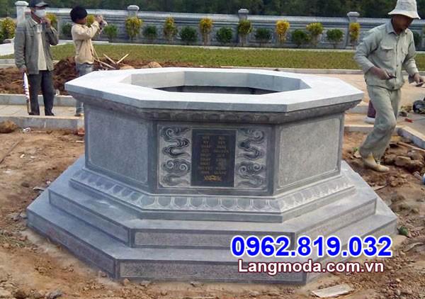 Mẫu mộ hình lục lăng bằng đá