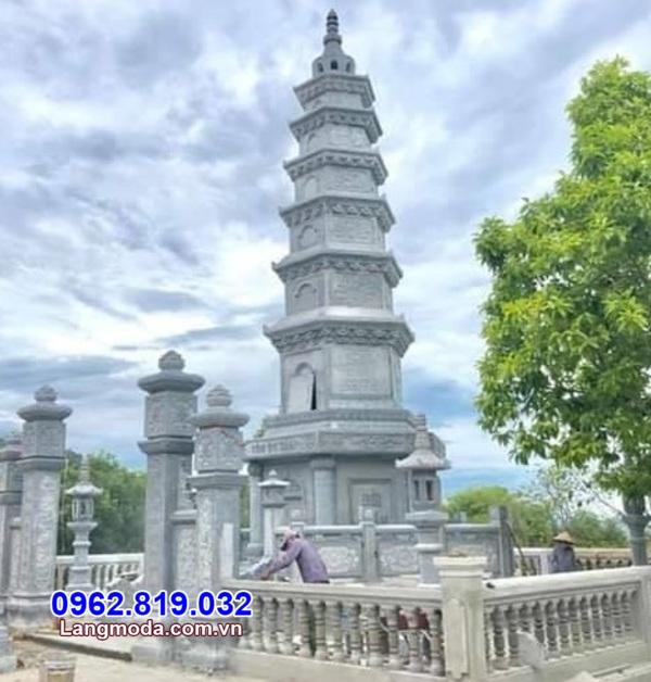 Tháp mộ để tro cốt bằng đá