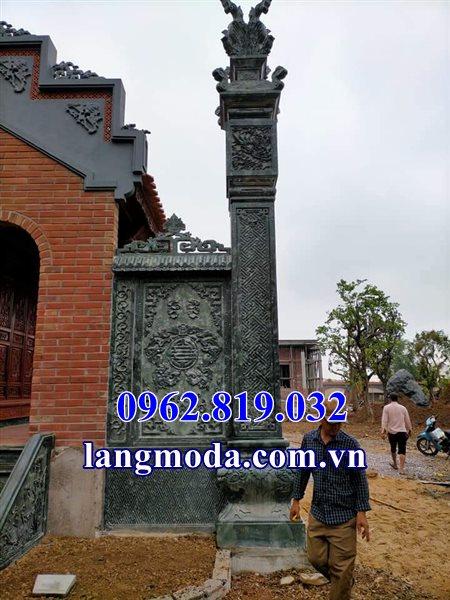 Cột lửa nhà thờ họ bằng đá xanh rêu, mẫu Cột đồng trụ đá
