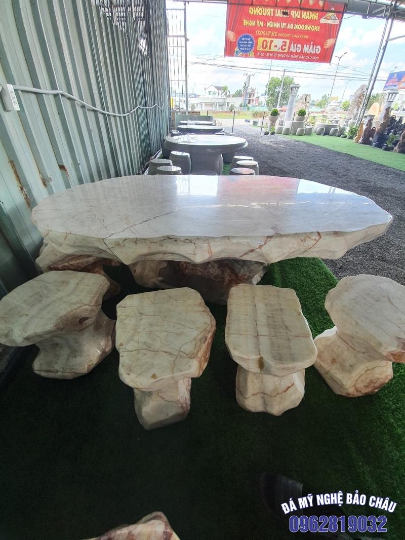 Mẫu bộ bàn ghế đá tự nhiên 01