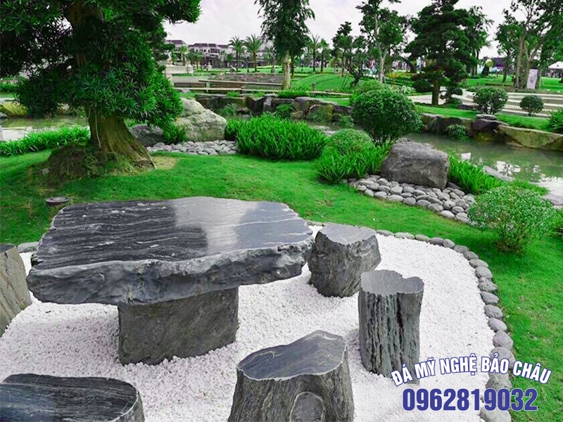 Mẫu bàn ghế đá sân vườn tự nhiên