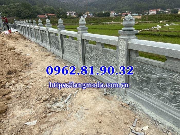 Lan can đá xanh bao quanh lăng mộ tại Bắc Giang